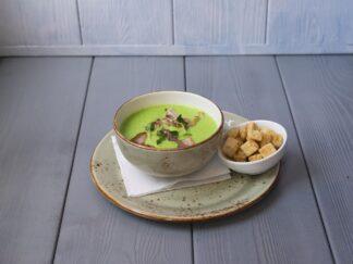 Крем-суп из зеленого горошка с беконом