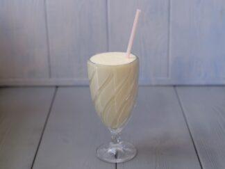 Молочный коктейль с топпингом