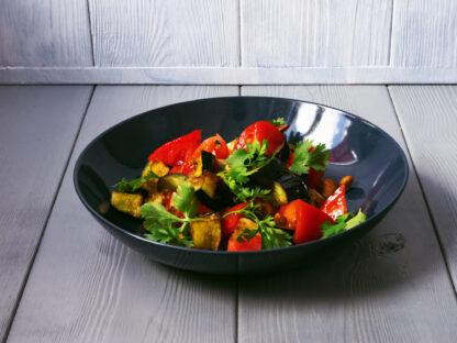 Салат с баклажанами и розовыми томатами