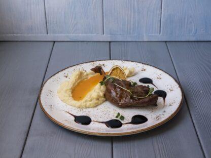 Утиная ножка-конфи с картофельно-сельдереевым кремом и цитрусовым соусом